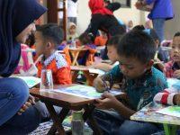 Mapala UMAHA Ajak 50 Anak TK Nyanyi